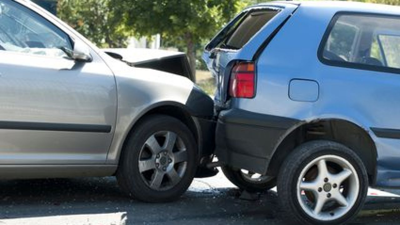 How To Deal With The Insurance Adjuster After a Car Wreck