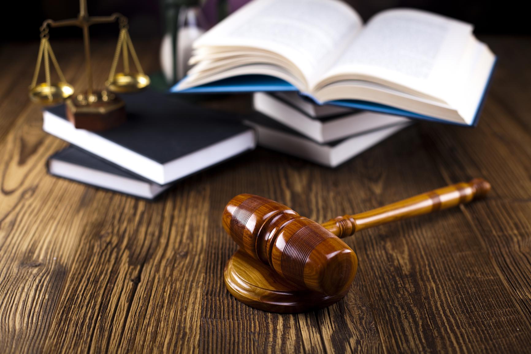 stockfresh_4020942_wooden-gavel-barrister-justice-concept-legal-system_sizeM